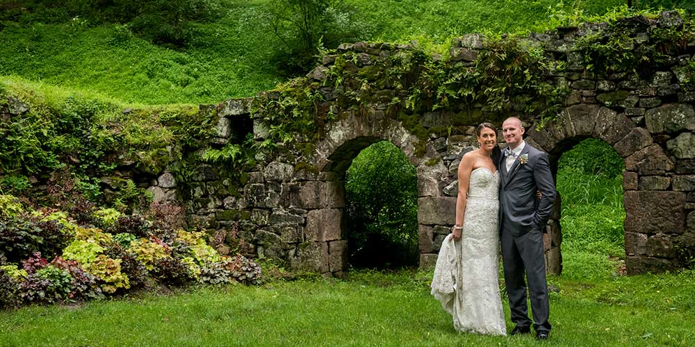 Elizabethtown Victorian Wedding couple ruins