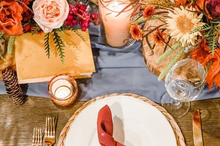 6 Easy Steps to Create the Perfect Thanksgiving Table Design, floral designs and Thanksgiving table decorations